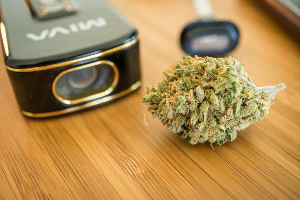 KandyPens Miva 2 dry herb vaporizer review