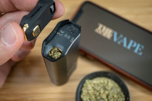 Zeus Arc Vaporizer Review: The Gold Isn't Just a Gimmick